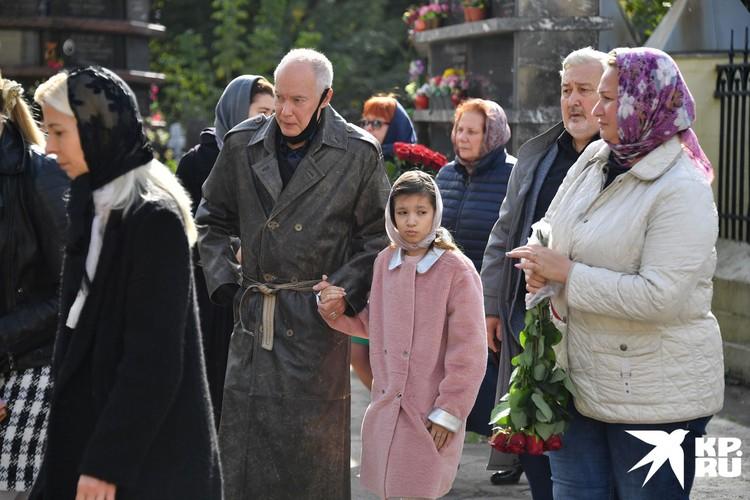 Владимир Конкин прорыдал все похороны своей дочери Софии