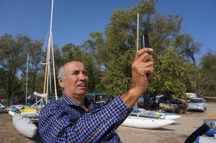Скорость ветра замеряют специальным прибором - анемометром