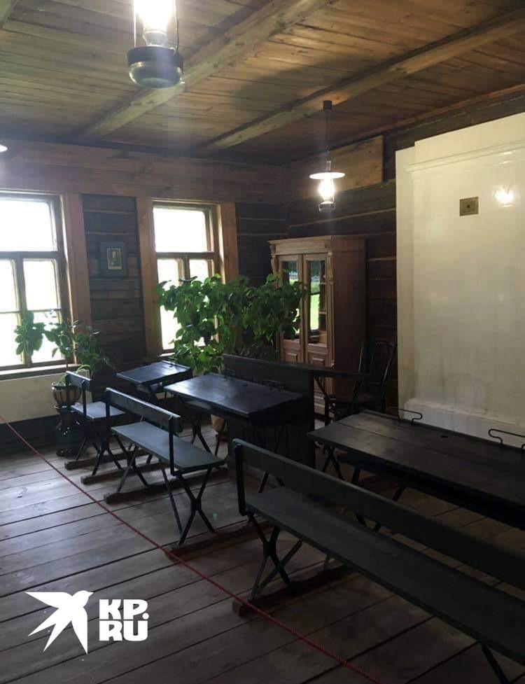 Школьный класс, где учился поэт