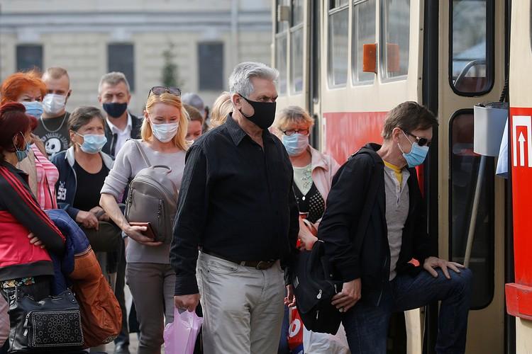 Киевляне уже говорят о своих знакомых, родственниках, которые слегли с температурой и кашлем или даже умерли