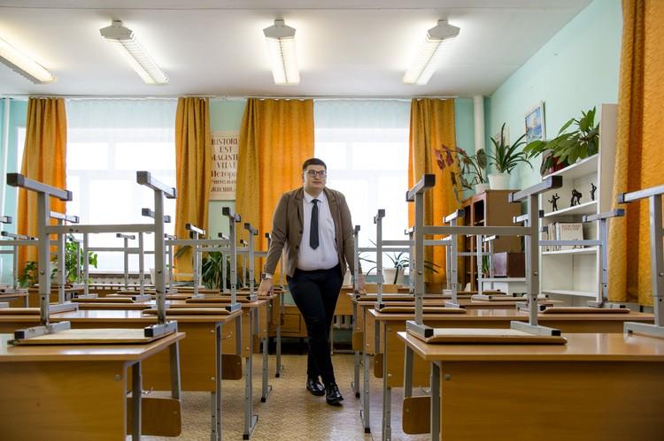 В этом классе Дмитрий преподавал историю, когда пришел в школу после вуза.