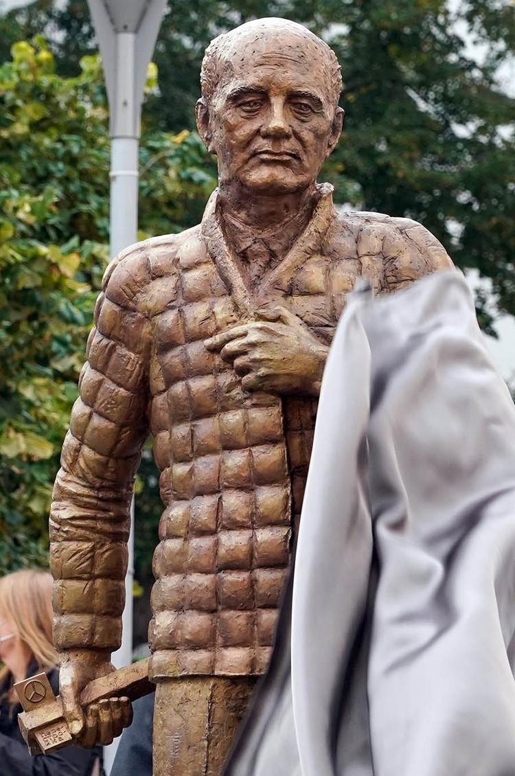 Деньги на скульптуру — 50 тысяч евро — собрали местные.