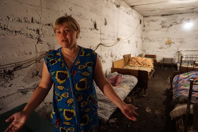 В этом подвале жители поселка шахты Глубокой прячутся от украинских снарядов