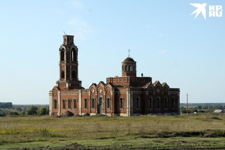 Богословский храм села Хавертово, совсем рядом деревня Поярково.