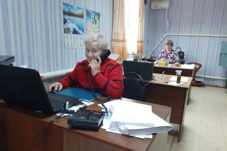 """Сотрудницы бухгалтерии СПК """"Восход"""" работают в хозяйстве всю свою жизнь. Фото: Тамара Смирнова"""