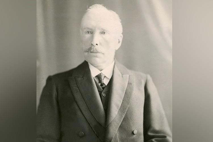 Инициатором строительства здания стал меценат Тихон Булычев.