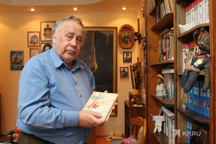 Свои первые детские рассказы Владислав Крапивин написал в студенческие годы.