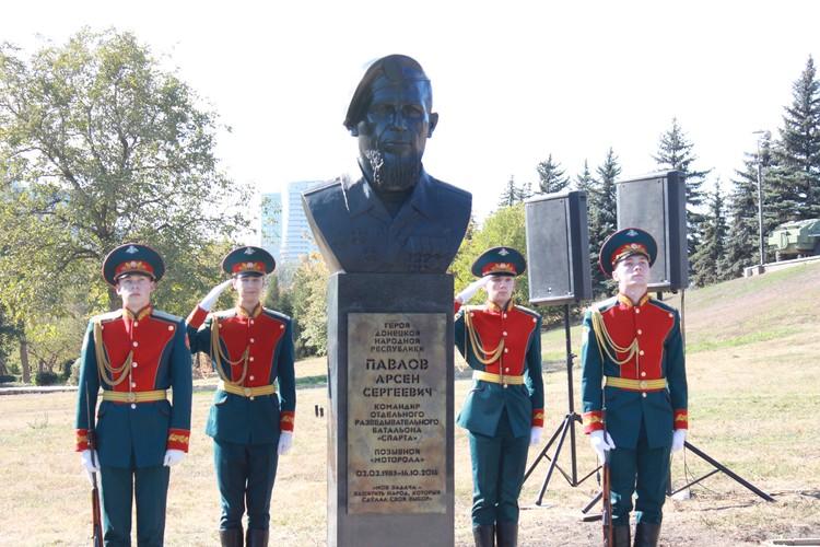 Открытие памятника Мотороле. Фото: НД ДНР