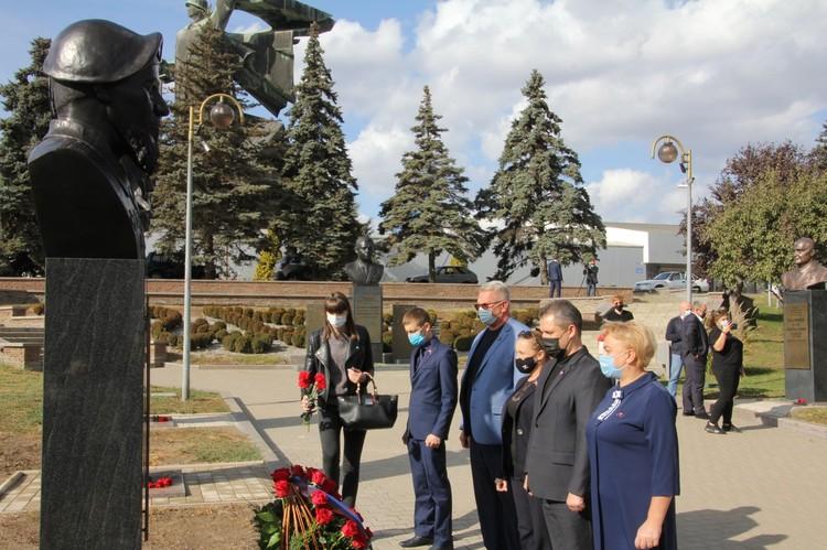 В Донецке открыли бюст Герою ДНР