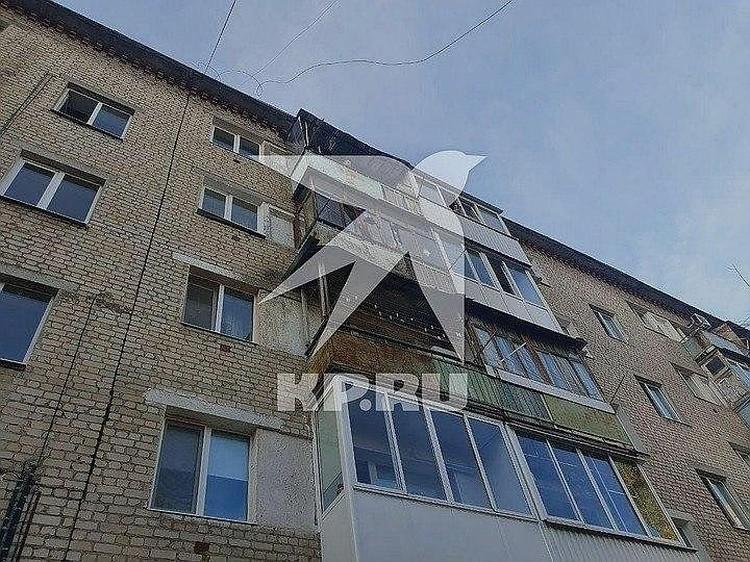 Мать выбросила дочерей из окна четвертого этажа, но девочки остались живы