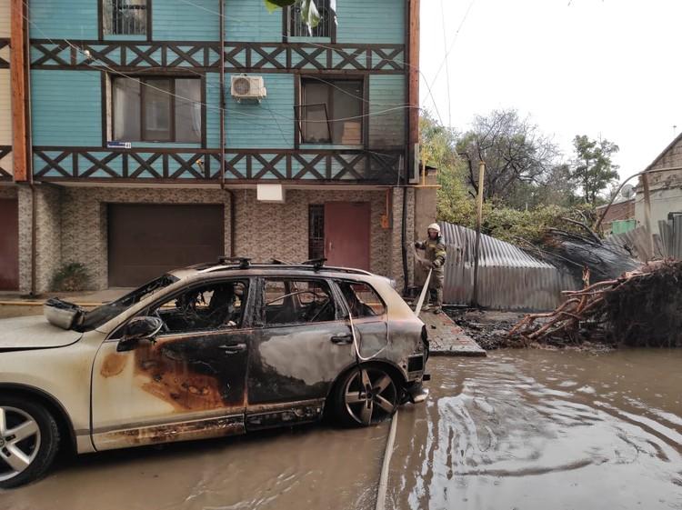 """Автомобиль сгорел практически полностью. Фото: источник """"КП"""""""