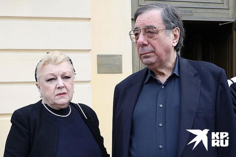 В последние годы семью Алексея Баталова активно опекала семейная пара - юрист Михаил Цивин и его жена актриса Наталья Дрожжина