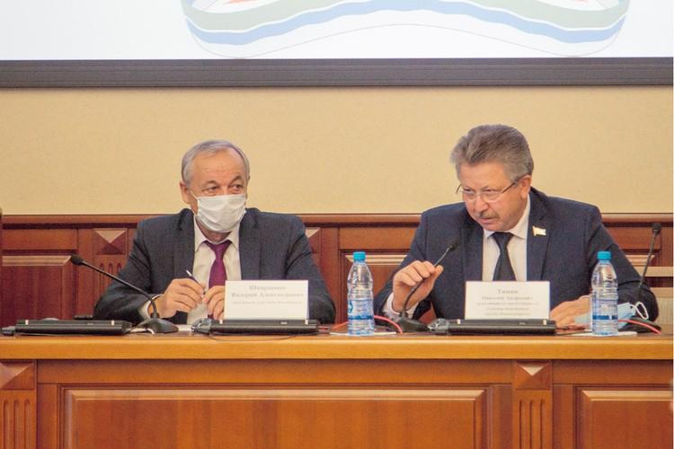Николай Тямин (справа). Фото: Совет депутатов города Новосибирска.