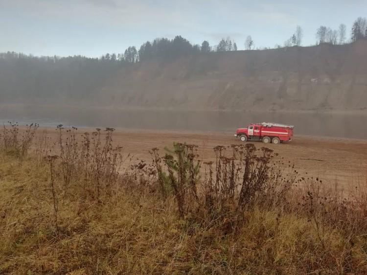 Спасатели МЧС продолжают поиски. Фото: ГУ МЧС