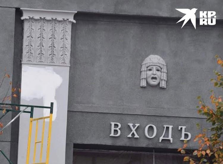«Художественный» был открыт в 1909 году, теперь зданию кинотеатра возвращен первоначальный вид.