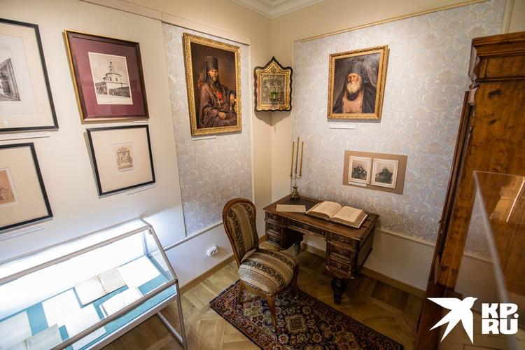 В музее Центра изучения наследия Златоустовского монастыря завершается экскурсия.