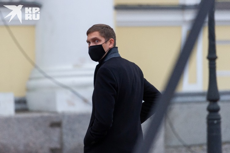 Старший сын депутата - известный гонщик Виталий Петров