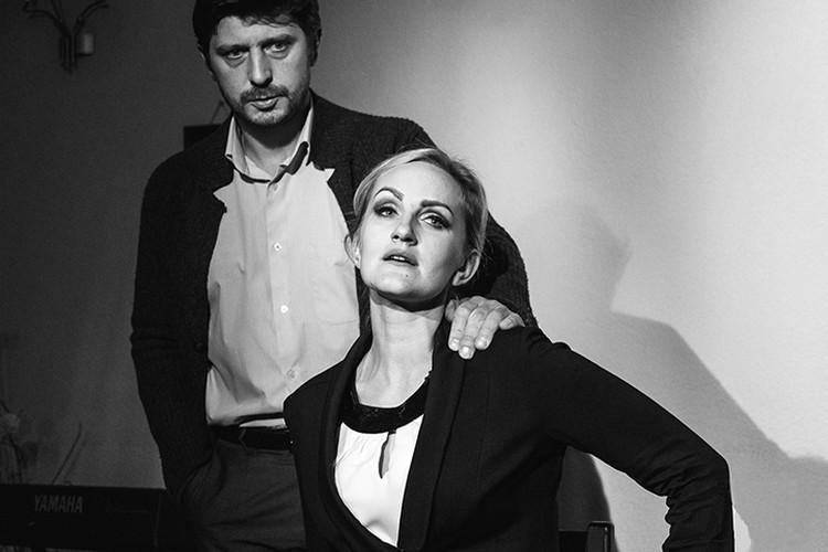 Артисты театра приглашают кемеровчан на спектакль «Про любовь и нелюбовь». Фото: Александр ПАТРИН