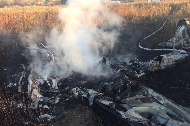 Предварительно причиной трагедии называют отказ двигателя. Фото: МЧС России/ТАСС