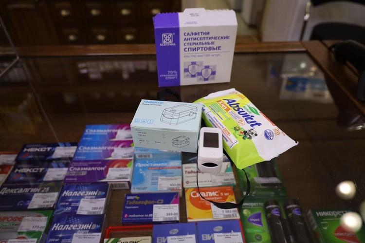 Перед использованием прибор в аптеке обработают антисептиком. Фото: Минздравствуйте / Telegram.com