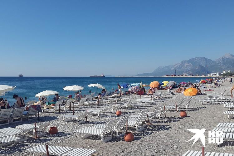 В пандемию на турецких пляжах не тесно.
