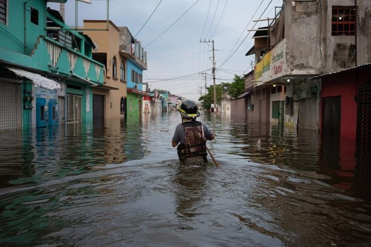 Последствия необычно сильных ливней затронули более 238 тысяч человек, десятки тысяч жилых домов получили повреждения