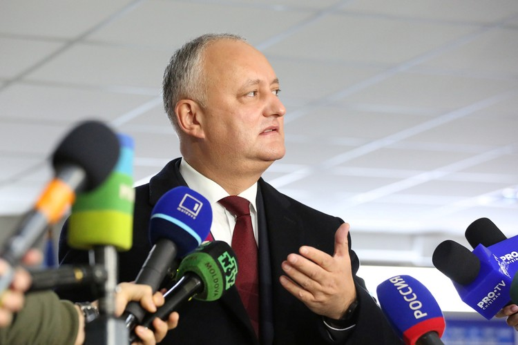 Игорь Додон пыступил перед СМИ сразу после завершения выборов