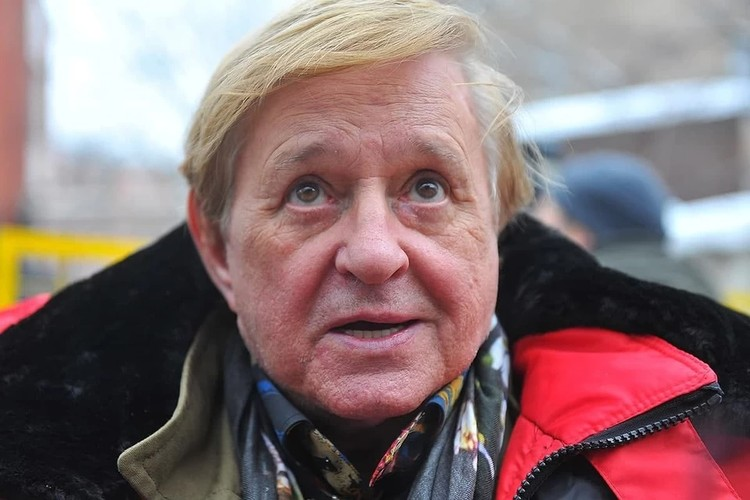 Александр Крупко совместно с Вячеславом Гуниным снимал документальный фильм о Романе Виктюке.