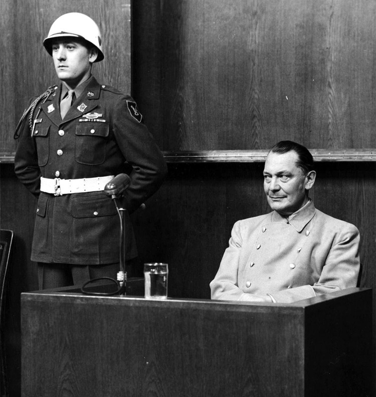 Герман Геринг во время Нюрнбергского процесса.