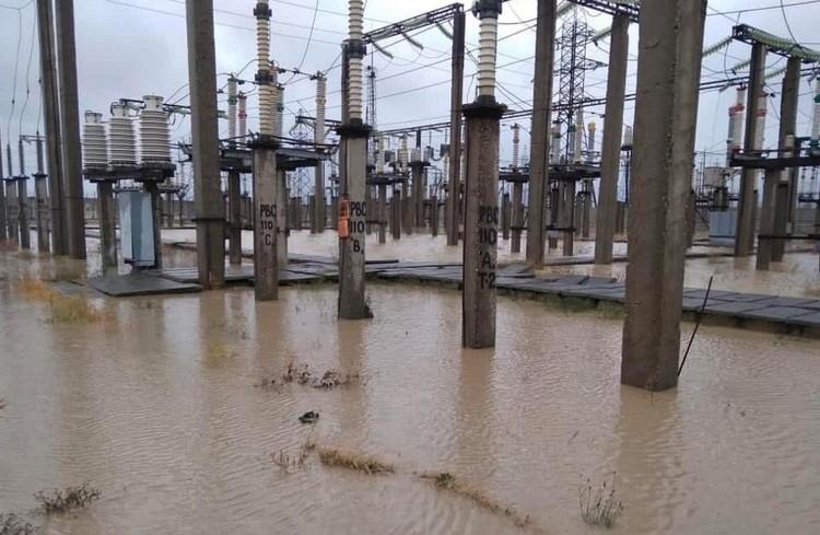 """В Махачкале затопленной оказалась электроподстанция города. Фото: пресс-служба """"Россети Северный Кавказ"""""""