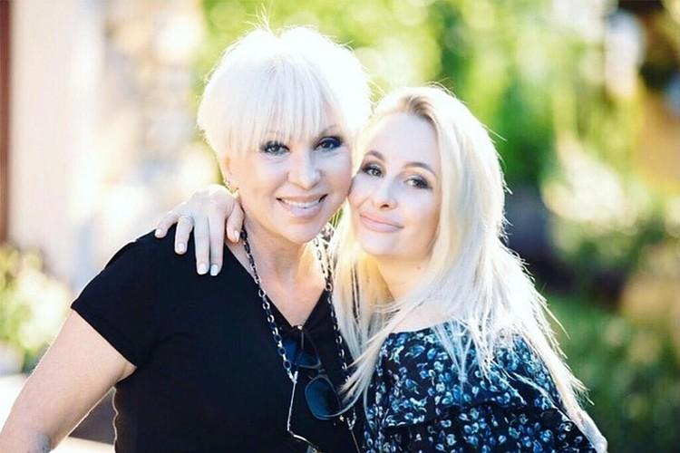 Валентина Легкоступова с дочерью Анеттой