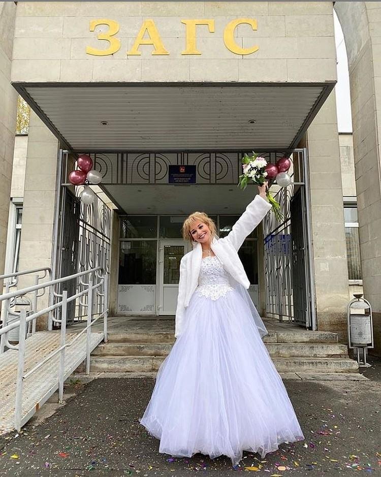 """В фильме """"Булки"""" актриса играет девушку, которой вскоре после свадьбы изменил муж. Фото: Инстаграм."""
