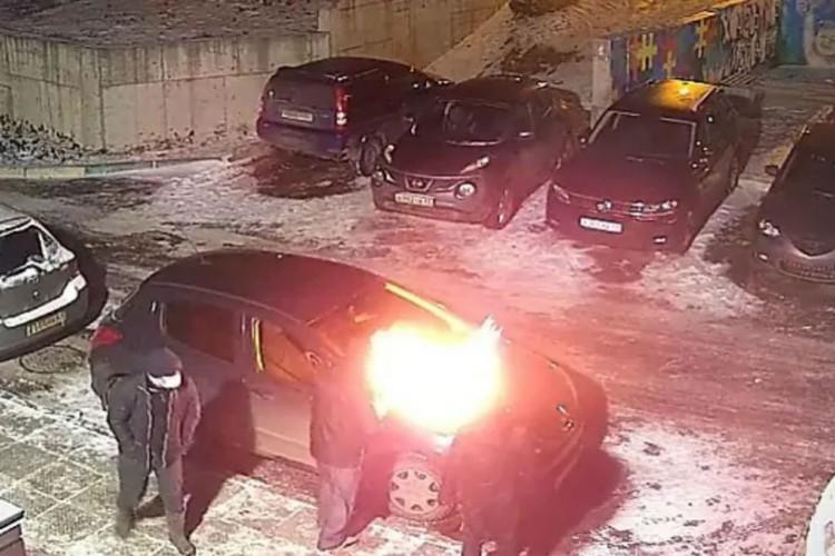 По факту поджога автомобиля возбуждено уголовное дело. Фото: chepetsk.ru