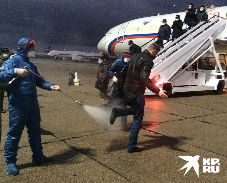 Встреча пассажиров сирийского спецрейса в Чкаловском.