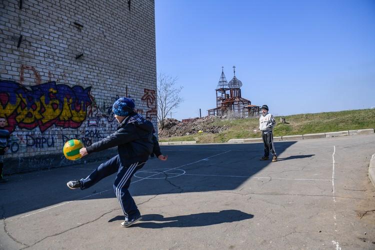 В Донбассе выросло целое поколение детей войны