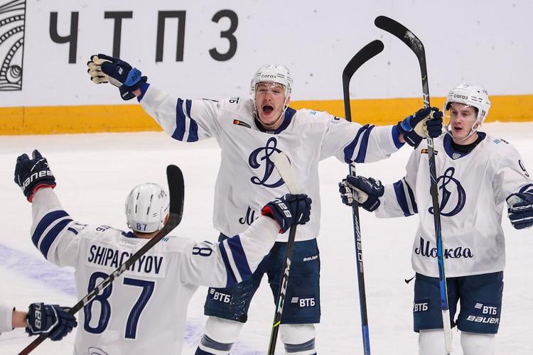 Динамовцы в Челябинске отыгрались за поражение в Москве (2:4).