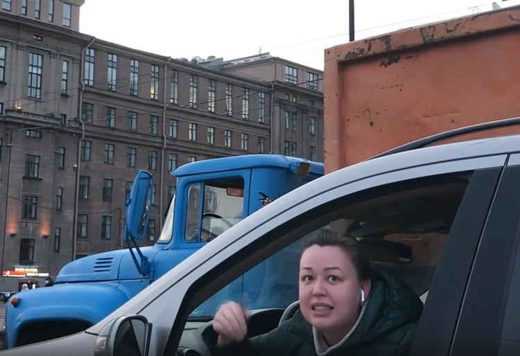 Водитель Мерседеса вела себя довольно эмоционально Фото: ДТП и ЧП Петербурга