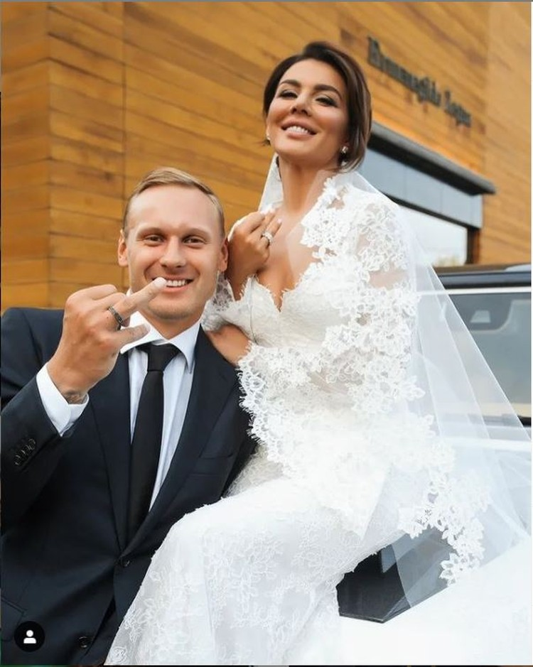 Певица в сентябре вышла замуж за баскетболиста Яниса Тимму. Фото: Инстаграм.