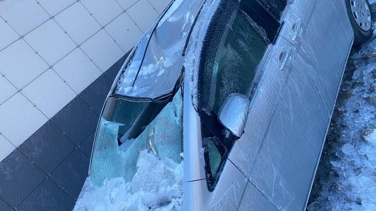 Крышу пробило, лобовое стекло оказалось в салоне. Фото: предоставлено очевидцами