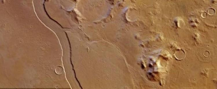 Русло гигантской марсианской реки.
