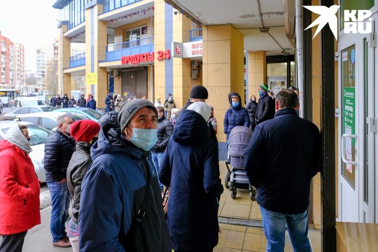 Тест на коронавирус в Санкт-Петербурге сдать сложно. И точный результат никто не гарантирует.