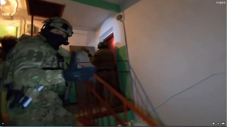 Начало операции по захвату исламиста. Оперативная съемка ФСБ РФ.