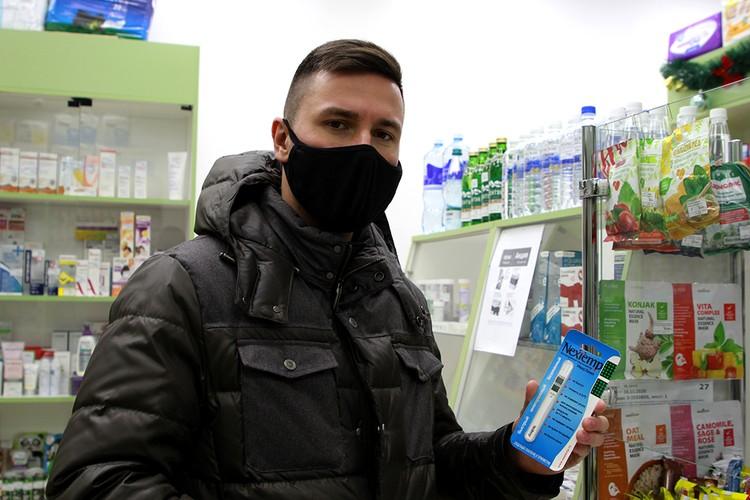 Самый дешевый измеритель, который удалось найти, в аптеках Иркутска - термометр без содержания ртути. Его стоимость около 100 руб.