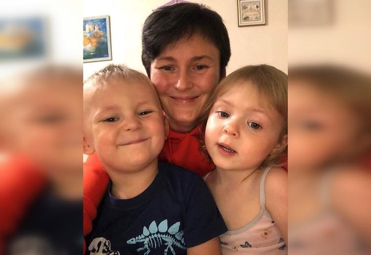 Наталья с 3-летним сыном и 2-летней дочкой. Фото: предоставлено героиней публикации