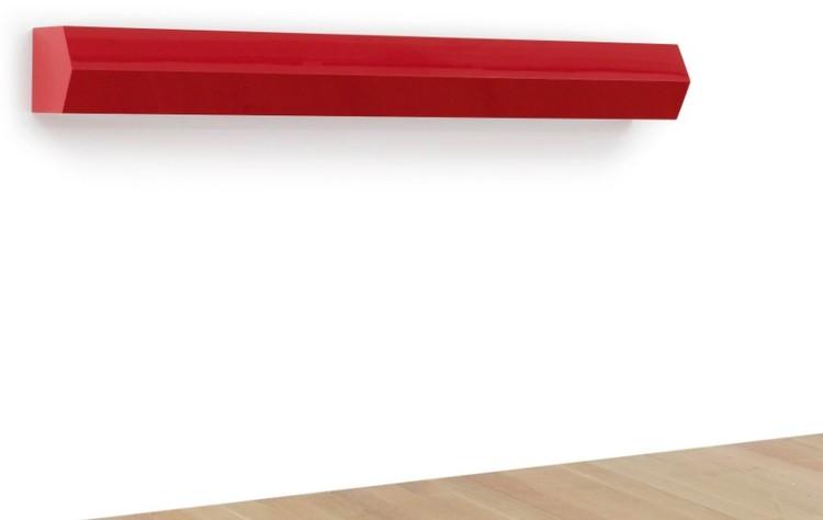 """Это произведение МакКракена называется """"НЛО 2"""", создано художником в 1994 году и продано в 2011 всего за 150 тысяч долларов. Фото: аукцион Sotheby's"""