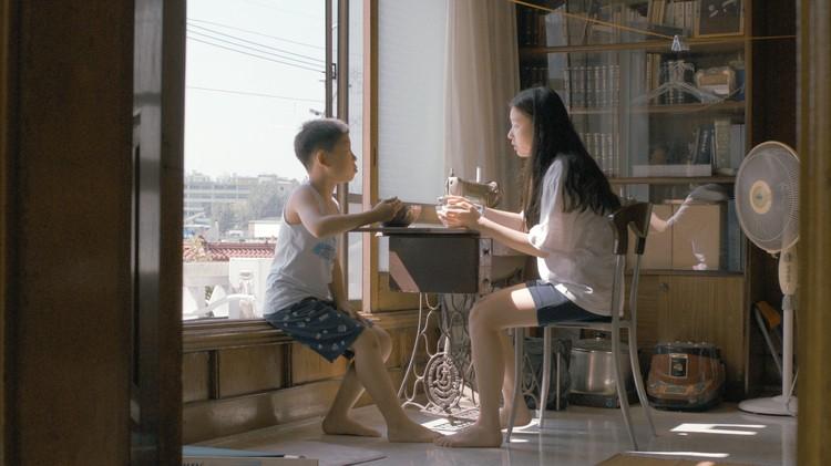 Прелестный южнокорейский фильм дебютантки Данби Юн «Движемся дальше» (Moving On) - кино глубокого погружения, в котором мелкие детали и мгновенные эмоции значат гораздо больше сюжета.