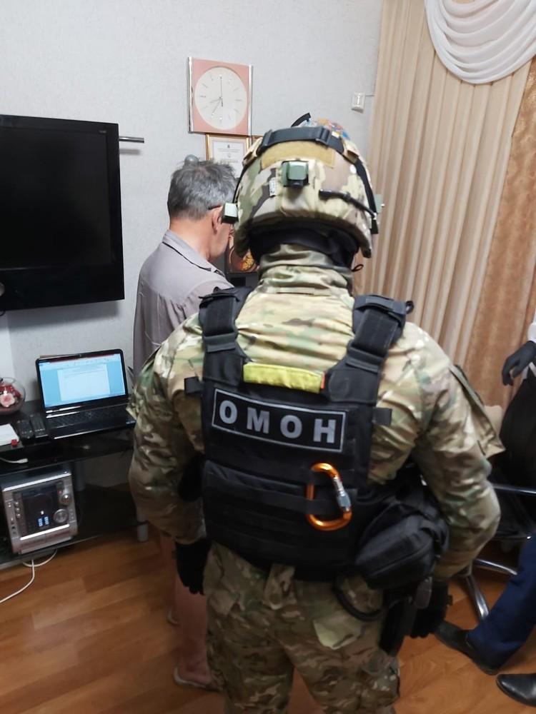 Мужчину задержали сотрудники военной контрразведки. Фото: Управление ФСБ по Восточному военному округу