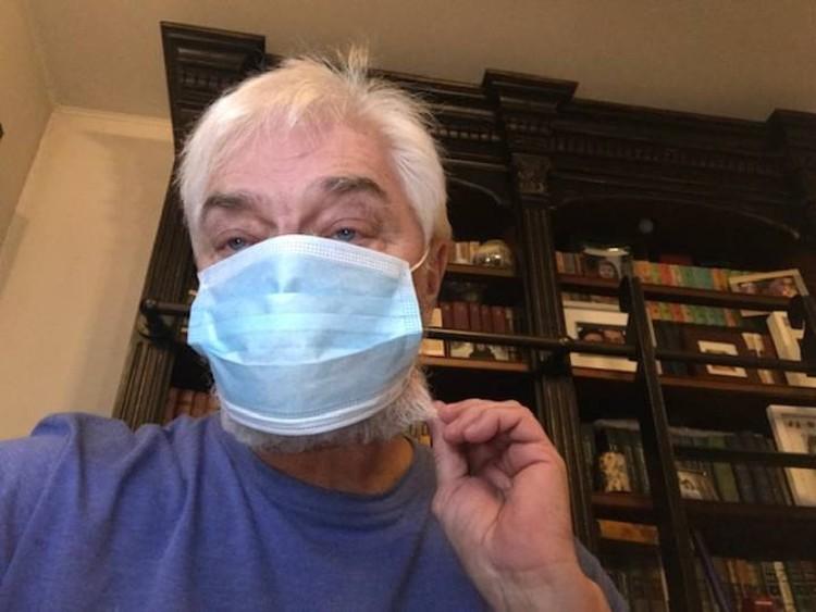 Неправильная борода: с такой маска не прилегает плотно к лицу.