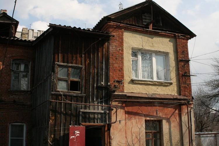 Новое жилье люди получают взамен развалившегося дома на ул. К. Маркса