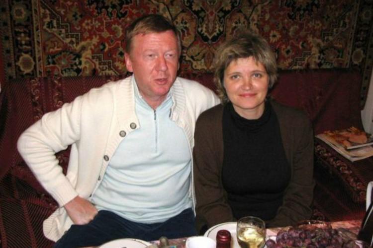 Либерал-реформатор с третьей женой, сценаристкой Авдотьей Смирновой.